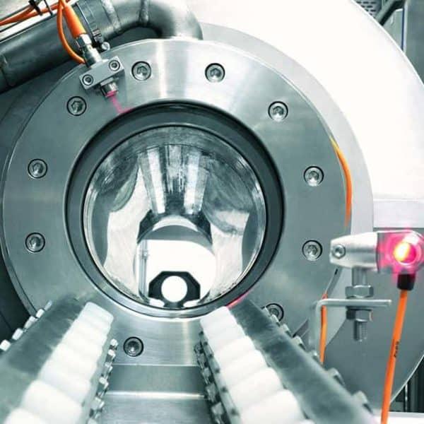 Antidote HPP Anlage Closeup, mit 6000 Bar wird der Saft haltbar gemacht.