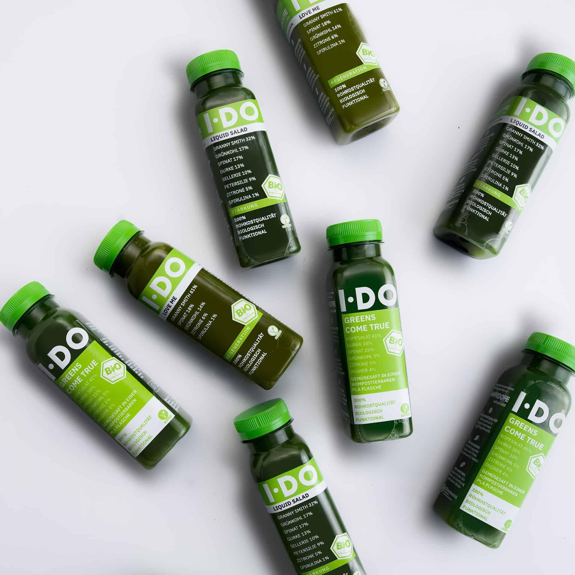 IDO Super Green Bio Saftkur Säfte auf weißem Hintergrund