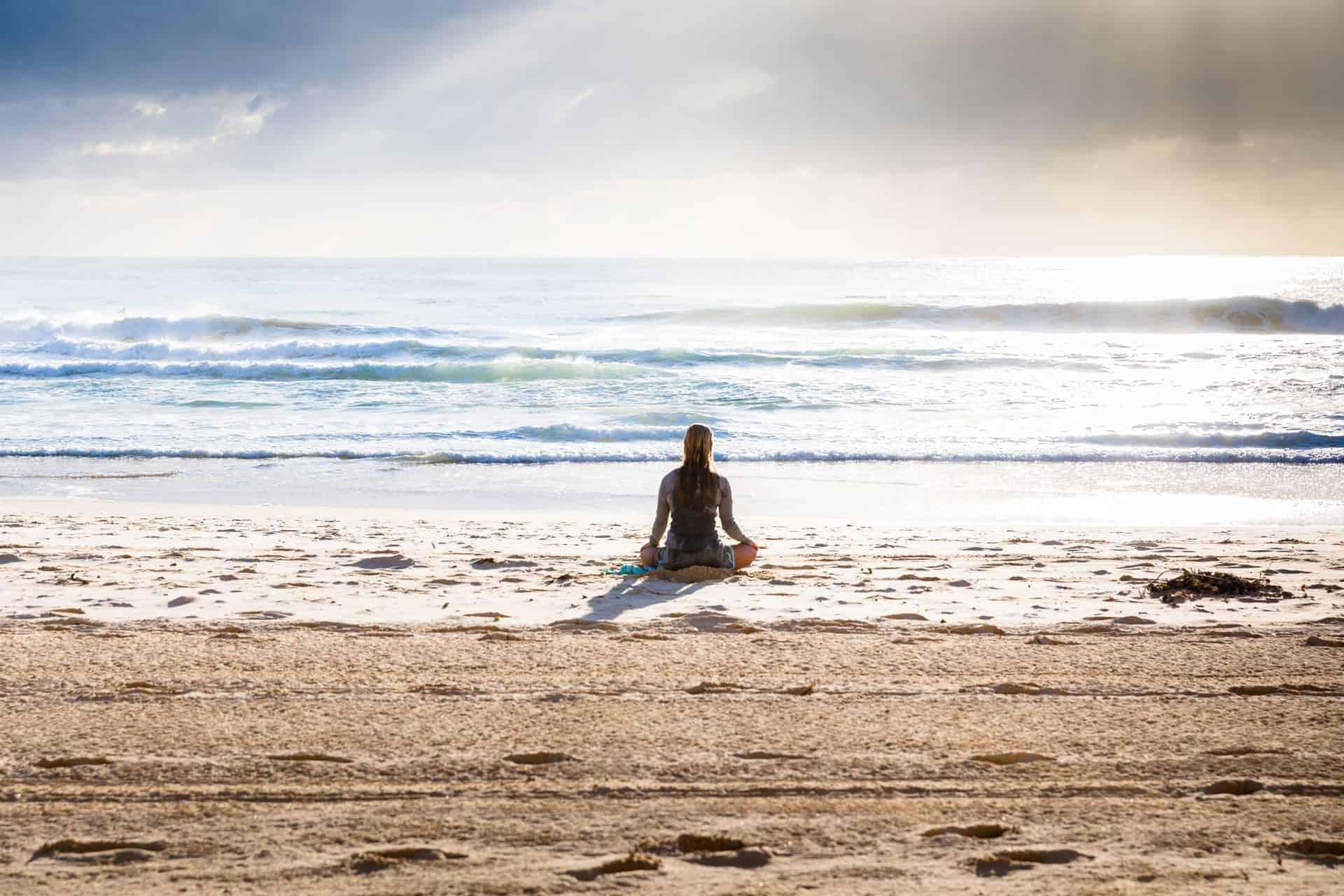 Einfache Meditation am Strand