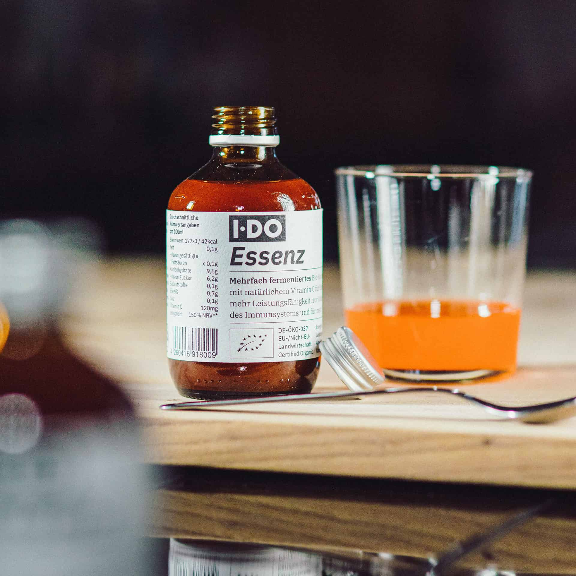 IDO Essenz Vitalstoffkonzentrat mit Glas und Löffel